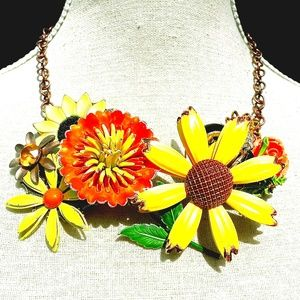 Jewelry - Statement Necklace Flower Power